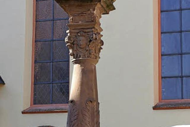 Ein Stadtratsporträt ziert den Löwenbrunnen