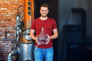 Marcel Weiß aus Bahlingen destilliert Obstbrände – und bricht auch mal Opas Regeln