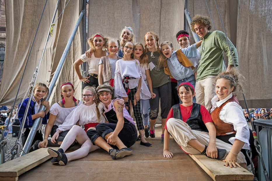 Kinder und Jugendliche des Circus Harlekin mit unterhaltsamer Akrobatik und Artistik - Badische Zeitung TICKET