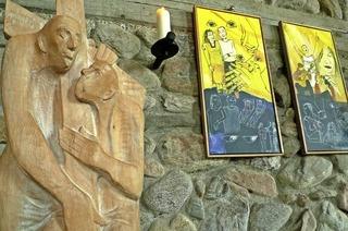 Mit Bildern von Gabi Weiss und Skulpturen von Wolfgang Kleiser in Feldberg