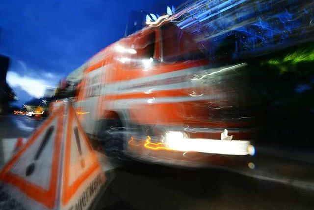 Auto in Mahlberg in Flammen
