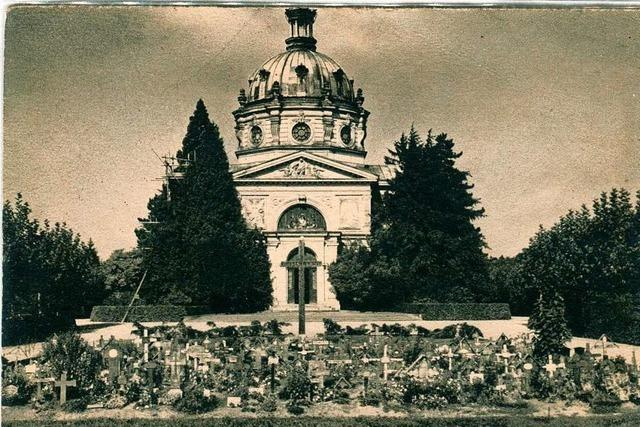 Nach dem Bombenangriff auf Freiburg wurden viele Opfer in einem Gemeinschaftsgrab beerdigt