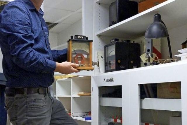 Moderne Messgeräte, fahrbare Tische