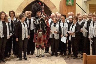 Der Gesangverein tritt in der evangelischen Kirche auf