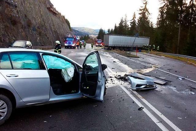 Bundesstraße B31 bei Neustadt nach Unfall wieder frei
