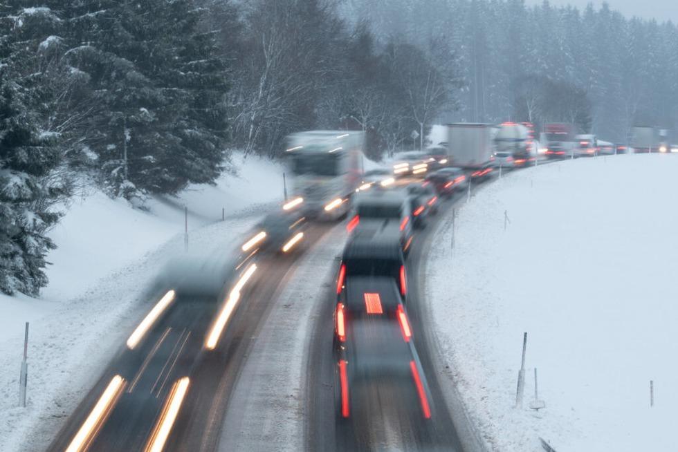 Querstehender Lkw geborgen – Höllentalstrecke wieder weitgehend frei - Badische Zeitung TICKET