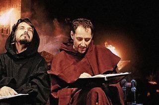 """Die Welt des Spätmittelalters auf der Bühne: Szenische Lesung des Krimis """"Der Name der Rose"""""""