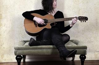 Schwarzwälder Liedermacherin Skiaa singt im Quartier