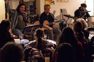 Station Four aus Wehr spielen unplugged im Dorfstübli Maulburg
