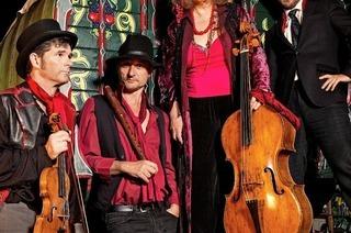 """Londoner Ensemble """"Red Priest"""" gibt Klosterkonzert im Festsaal des Kollegs St. Blasien."""