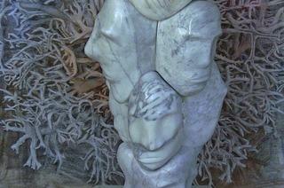 """""""Reflexionen in Marmor"""" mit Skulpturen von Bernd Warkentin und Seidenbildern von Rainer Grünzner in Weil am Rhein"""