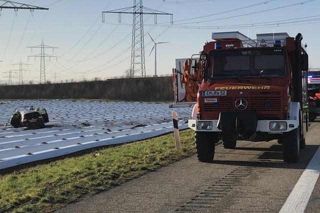 Schwerer Unfall auf der A5: Vier Menschen verletzt