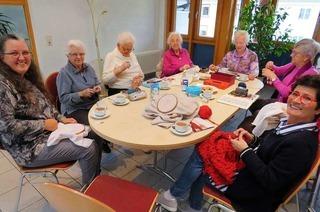 Die Damen der Stickrunde in Rheinfelden sind Expertinnen der kunstvollen Stiche