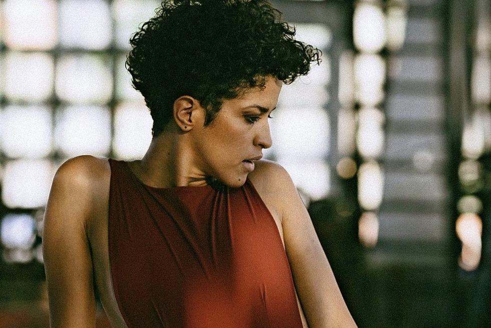 """Aline Frazão stellt ihr Album """"Dentro Da Chuva"""" im Jazzhaus vor - Badische Zeitung TICKET"""