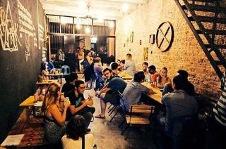 Lisa Schell aus Harpolingen betreibt ihr eigenes Café in Malaysia
