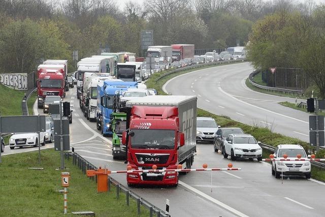Tankwagen-Unfall im Schützenalleetunnel löst Verkehrschaos aus