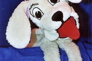 Kasperletheater mit dem Hund Belle zum Saisonende der Freiburger Puppenbühne