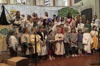 Kinderkirchenchor und Schulchor der Meerwein-Grundschule in Emmendingen-