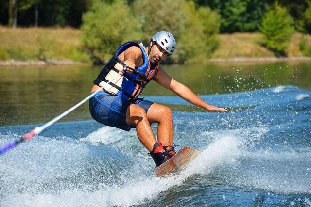 Auf dem Rhein kann man Wasserski fahren
