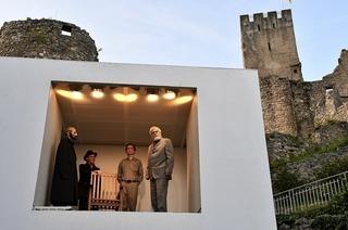 """Burgfestspiele Rötteln mit Bertolt Brechts """"Der aufhaltsame Aufstieg des Arturo Ui"""""""