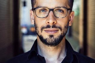 """Rudi Novotny liest in Kenzingen aus seinem Buch""""Work-Love-Balance"""""""