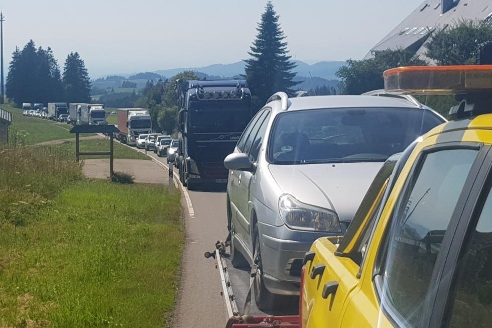 B31 nach Frontalunfall mit Lkw im Höllental wieder frei - Badische Zeitung TICKET
