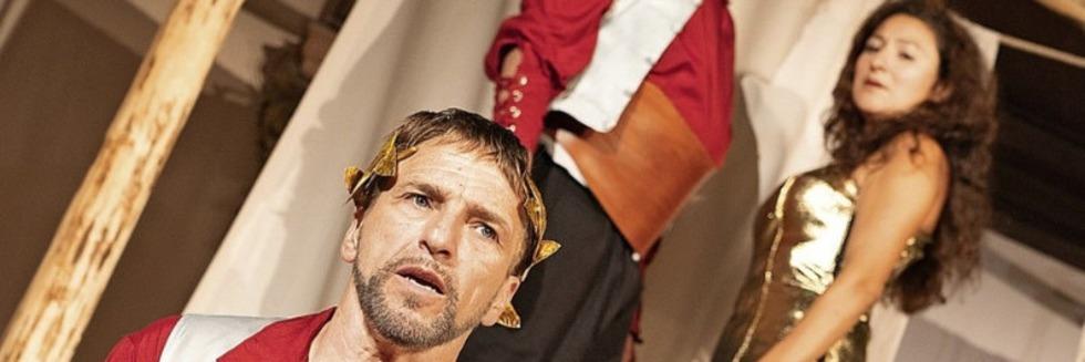 """Das Wallgraben Theater zeigt Peter Hacks' """"Amphitryon"""" im Rathausinnenhof"""