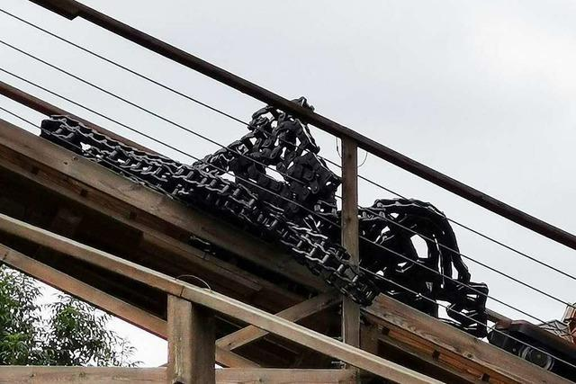Holzachterbahn im Europa-Park wegen gerissener Kette gestoppt