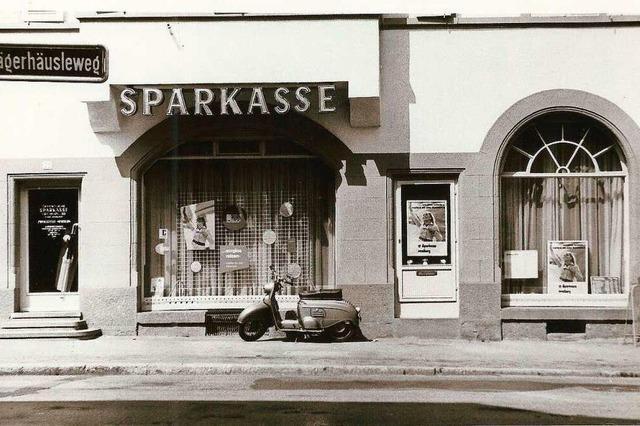 In Herderns erster Sparkassenfiliale lag eine Pistole unterm Tresen
