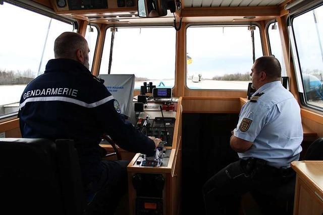 Mit der Wasserschutzpolizei auf dem Rhein auf Streife