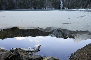Auf dem Weg ins gefrorene Glück geht es bei einer Tour am Fuße des Feldbergs