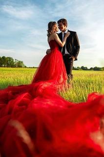 Chucks, Jeansjacke oder Hosenanzug: Outfits für die Braut - Badische Zeitung TICKET