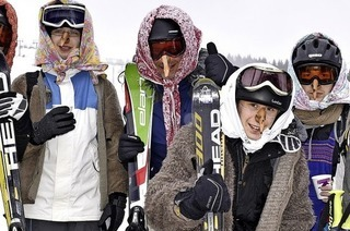 Wintersportler als Hexe am Feldberg