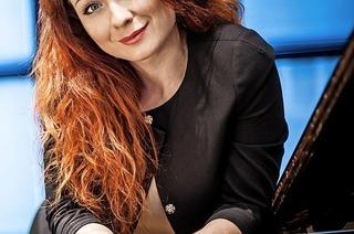 Die Pianistin Regina Chernychko gastiert im Haus zum Pflug in Lahr und im Offenburger Salmen