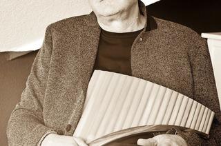 """Panflötist Heinz Georg Häßle spielt Konzert """"Mystik, Geschichten und Legenden"""" in Minseln"""