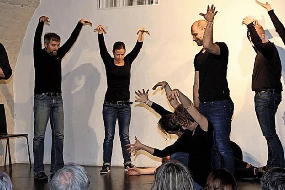 Imrovisation auf der Bühne: Das Ensemble Freiflug in der Talvogtei - Badische Zeitung TICKET
