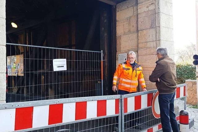 Die Holzbrücke an der Grenze in Bad Säckingen ist verbarrikadiert
