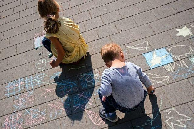 Ausgangsbeschränkungen: Darf mein Kind mit anderen im Hof spielen?