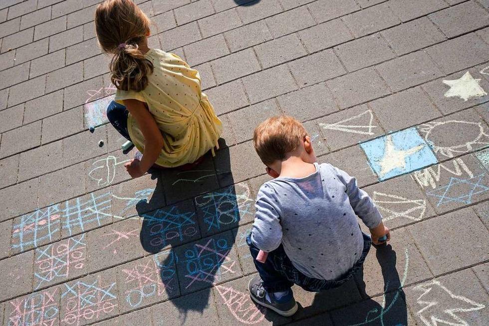 Ausgangsbeschränkungen: Darf mein Kind mit anderen im Hof spielen? - Badische Zeitung TICKET