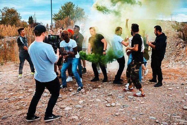 Der Lörracher Rapper Leo Fairii schickt Rauchzeichen in die Welt