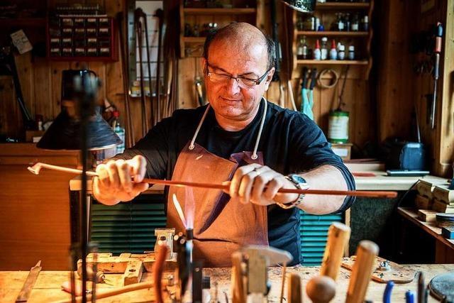 Norbert Seifert ist einer der wenigen Bogenmacher-Meister Deutschlands
