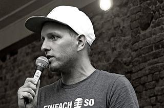 Ansgar Hufnagel präsentiert einen Poetry Slam im Theater am Kastelberg