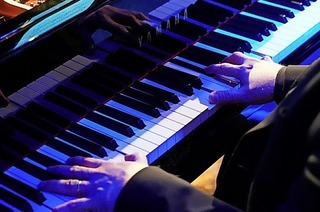 Endrunde und Preisverleihung des internationalen Pianowettbewerbs im Jazzhaus