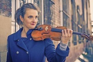 Christina Lieberwirth-Morris (Geige) und Noémie Berz (Klavier) spielen im Bürgersaal