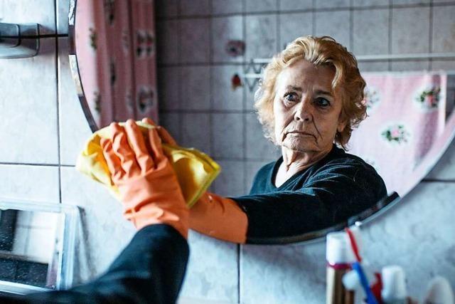 Wenn die Rente nur fürs Allernötigste reicht: Meine Oma geht mit 75 putzen