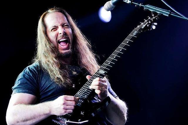 Dream Theater präsentierten sich schon 2002 als Kunst- Rocker