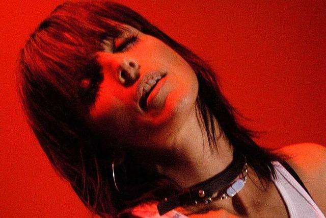 Kuschelnd Karaoke singen: Nena im November 2003