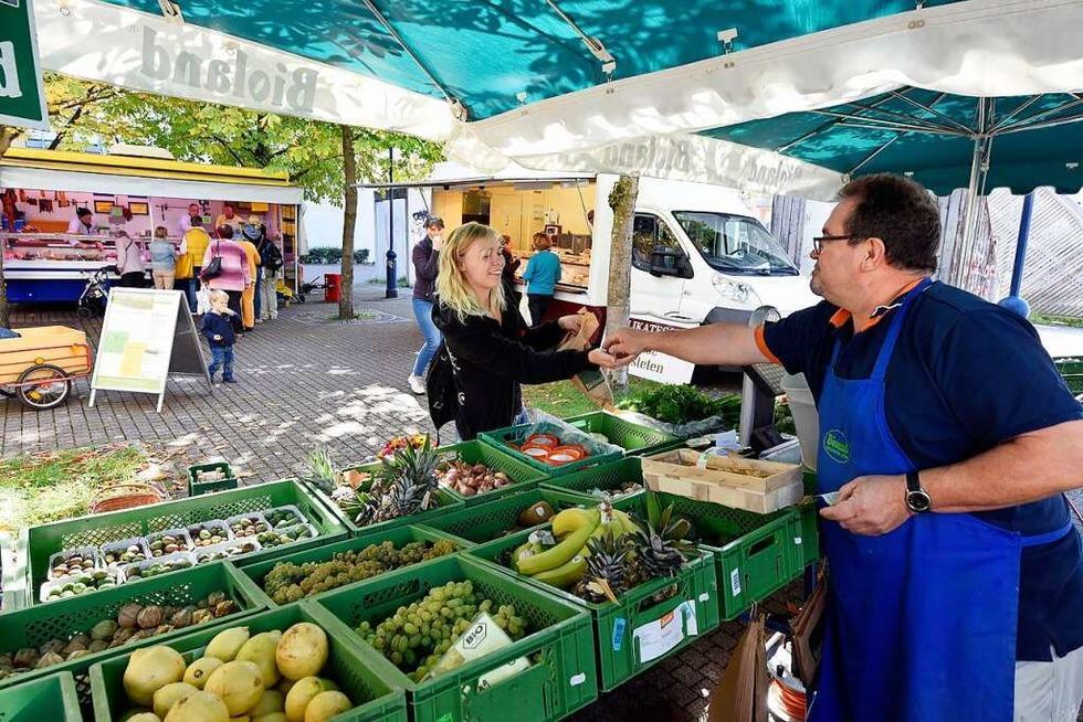 Auf dem Markt in Betzenhausen kann man bei Ukulele-Klängen Gemüse kaufen - Badische Zeitung TICKET